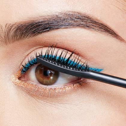 maybelline-falsies-push-up-angel-mascara-brush-use-step-2-1x1